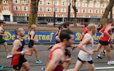 Gruppen stapt uit bij TCS Amsterdam marathon