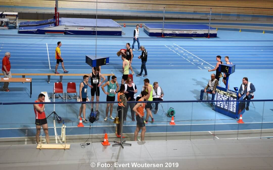 Indoorseizoen Team 4 Mijl van start bij Track Meeting Team Sotra